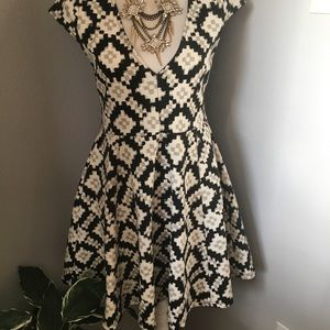 NEW Black and white Topshop MINKPINK dress